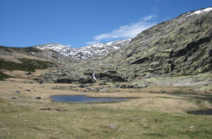 Río de las Pozas al inicio de la ruta Laguna Grande de Gredos