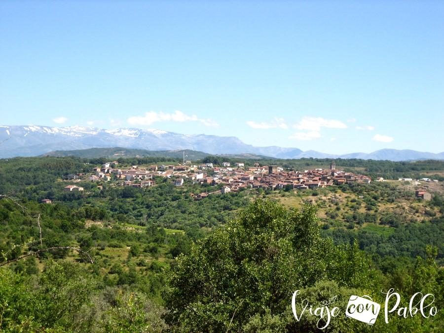 Vista de Miranda del Castañar con la Sierra de Béjar al fondo camino de los prodigios