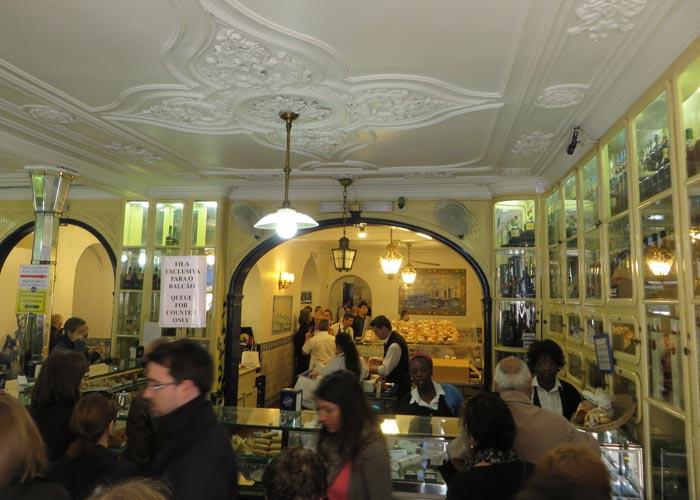 Interior de la Casa Pastéis de Belém comer en Lisboa