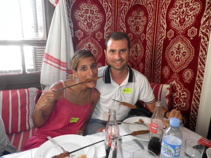 Disfrutando de la comida en Tánger