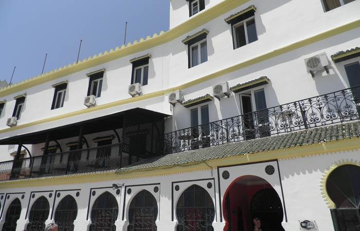 Fachada del Hotel Continental un día en Tánger
