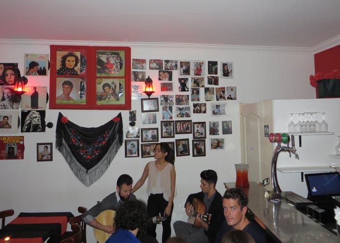 Actuación de fado en Boteco da Fá comer en Lisboa