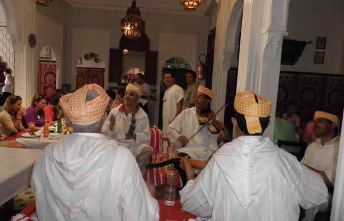 Actuación musical en el Restaurante Hammadi un día en Tánger
