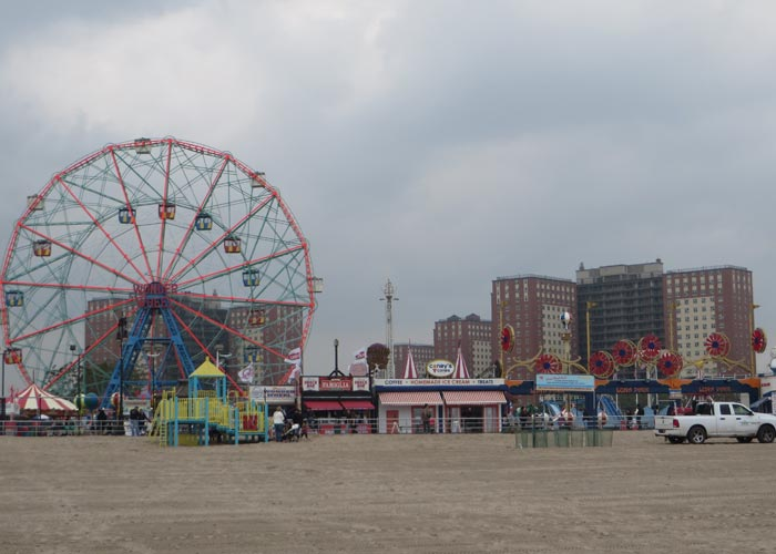 Noria y playa visitar Coney Island
