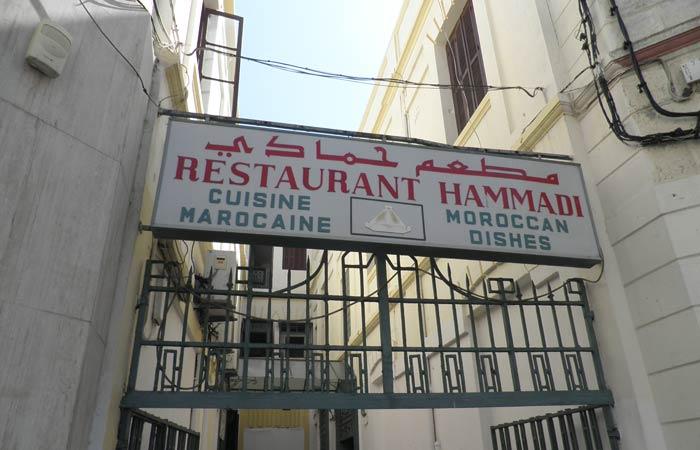Entrada del Restaurante Hammadi un día en Tánger