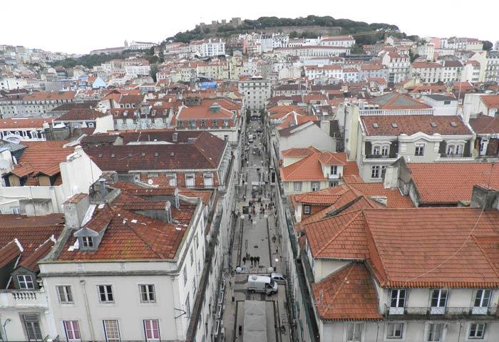 La Baixa, el Castillo de San Jorge y la Alfama desde el Elevador de Santa Justa miradores de Lisboa