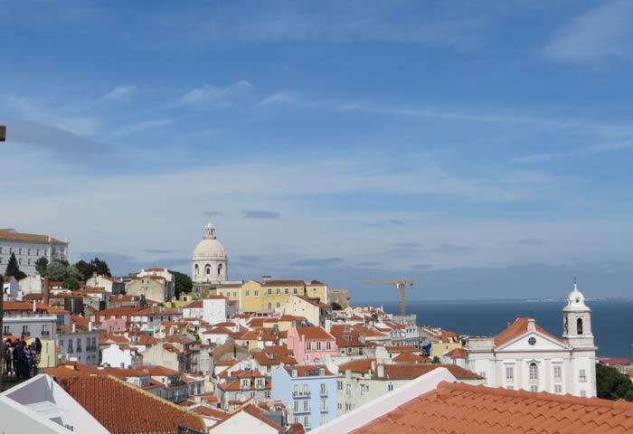 La Alfama desde el Mirador de Santa Luzia miradores de Lisboa