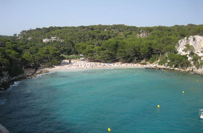 Vista de Cala Macarella desde el sendero que la une con Cala Macarelleta mejores calas de Menorca