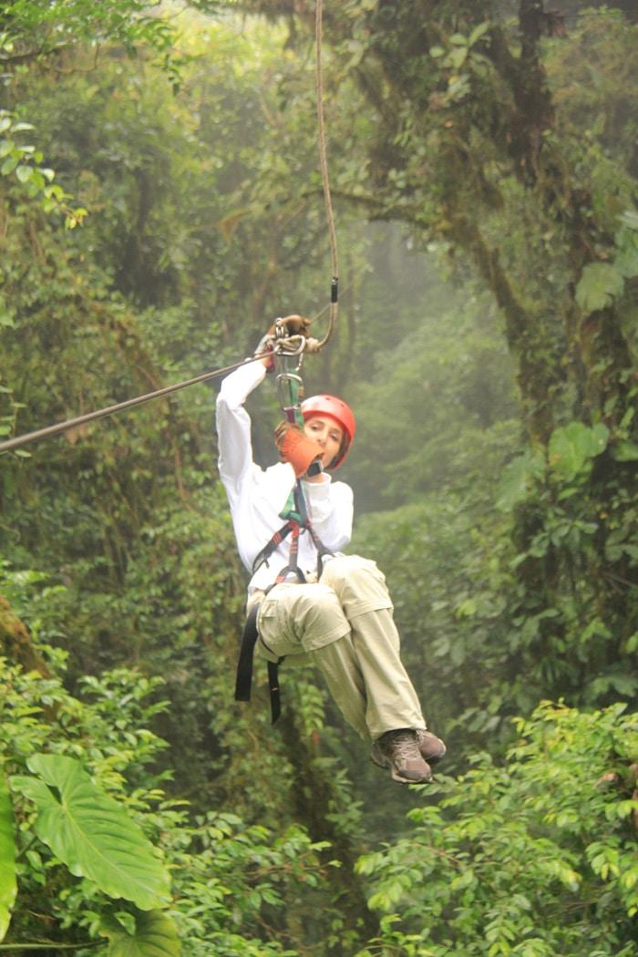 Haciendo canopy en Monteverde