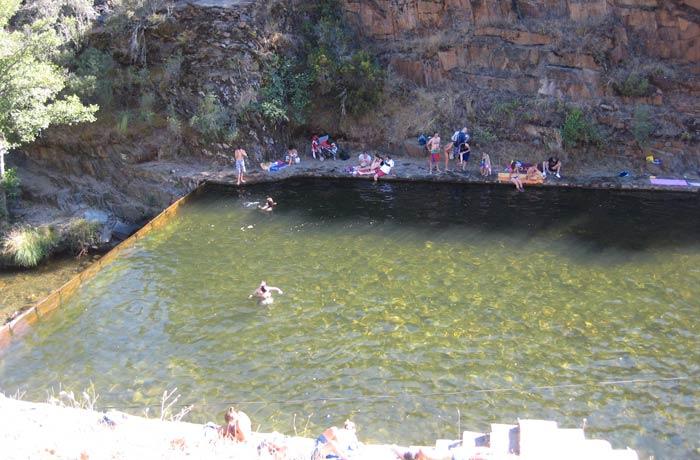 Vista del Charco de la Olla desde el chiringuito piscina natural de Las Mestas