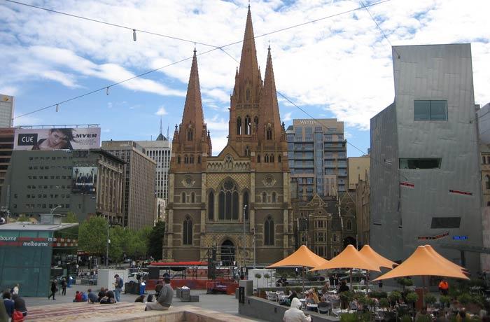 Federation Square y Catedral de San Pablo qué ver en Melbourne