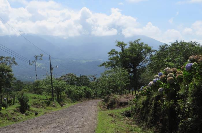 Camino que une Bijagua de Upala con el Parque Nacional del Volcán Tenorio Río Celeste