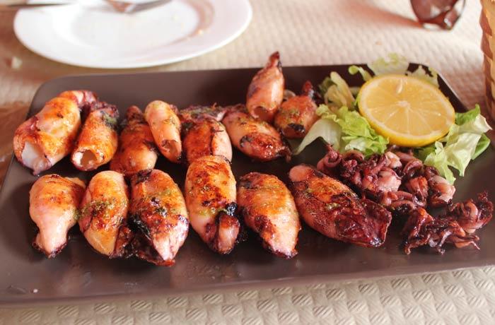 Chipirones a la plancha del Ovetense de Cangas de Onís comer en Asturias