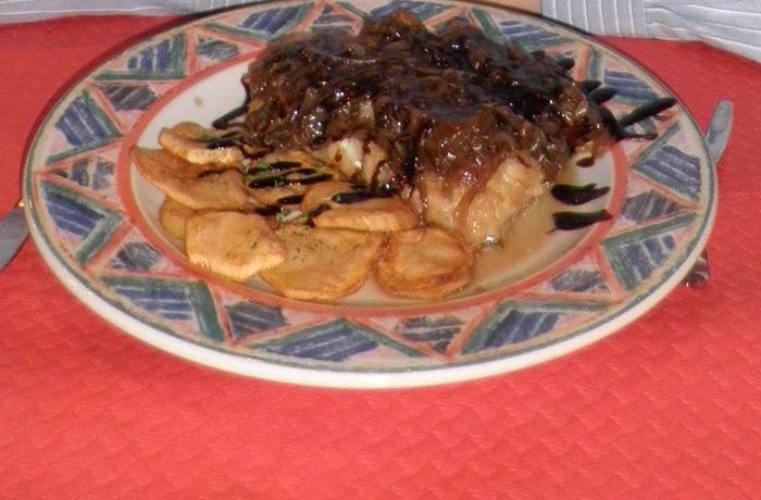 Lubina en salsa del Restaurante La Toscana de Langreo comer en Asturias