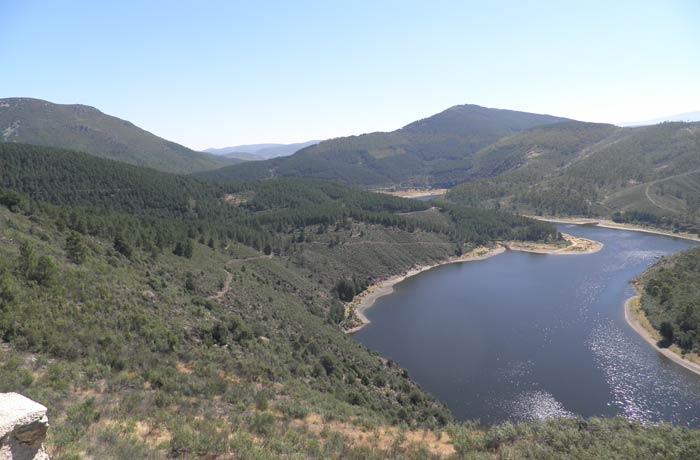 Paisaje de la Sierra de Francia desde el mirador de La Antigua Meandro Melero