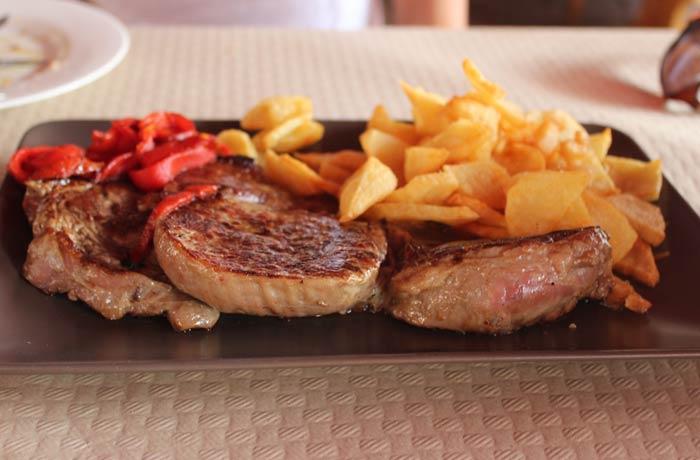 Solomillo a la plancha del Ovetense de Cangas de Onís comer en Asturias