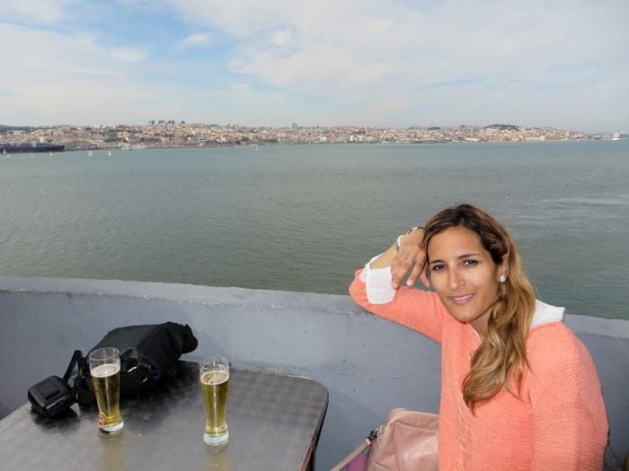 Tomando una cerveza con vistas en Cacilhas