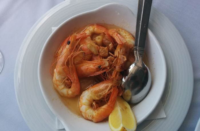 Gambas al ajillo del Clube de Vela de Costa Nova comer en Aveiro