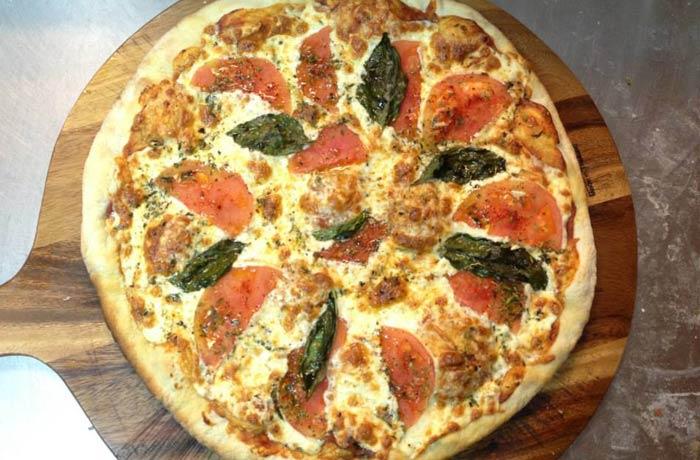 Pizza margarita de Macondo comer en Formentera