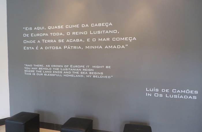 Recuerdo a Luis de Camoes en la oficina de turismo del Cabo da Roca