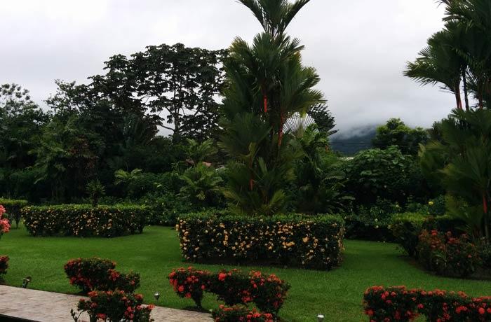Jardines del hotel Villas Vilma