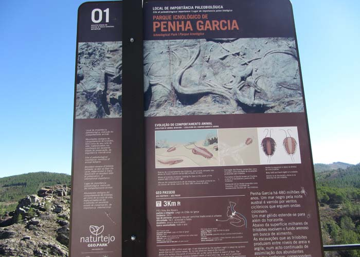 Panel informativo de la Ruta de los Fósiles Penha Garcia