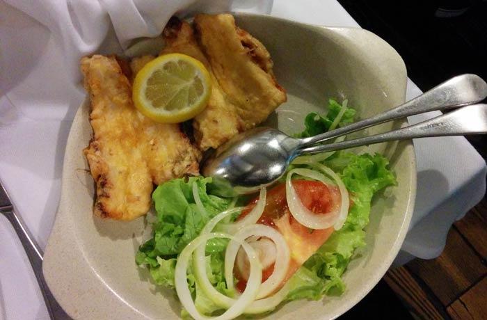Filetes de pulpo en tempura de A Tasquinha comer en Oporto