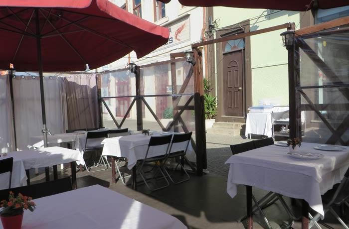 Terraza del Restaurante Serpa Pinto comer en Oporto