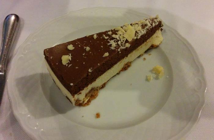 Tarta dos chocolates de A Tasquinha comer en Oporto
