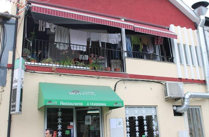 Exterior del restaurante A Tasquinha comer en Regua