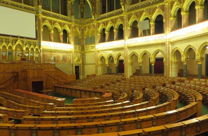 Cámara Alta visita al Parlamento de Budapest
