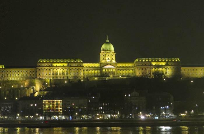 Iluminación nocturna del Castillo de Buda