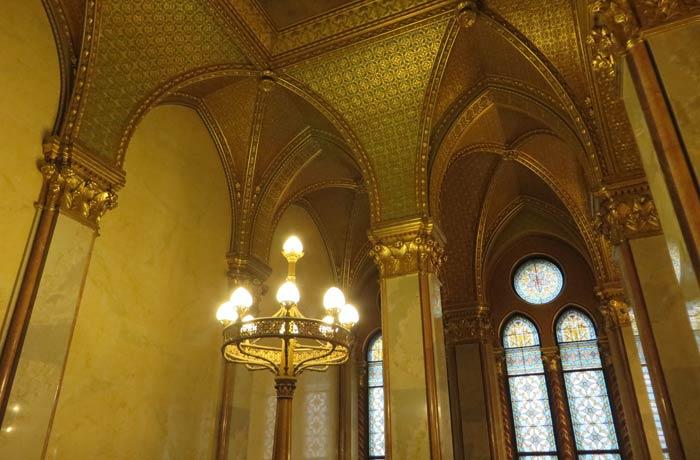 Decoración con pan de oro visita al Parlamento de Budapest