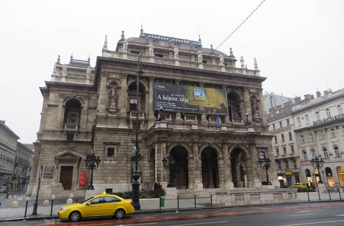Fachada de la Ópera de Budapest