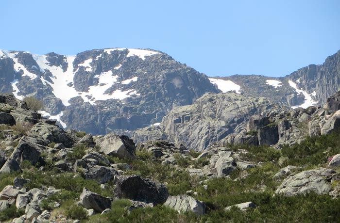 Nieve en las montañas más altas de la Sierra de la Estrella
