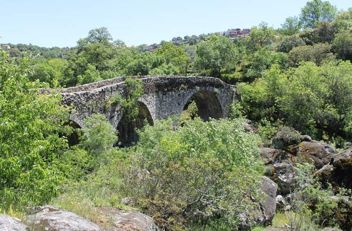 Puente románico de San Esteban de la Sierra sobre el Alagón Camino de los Trasiegos