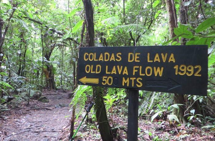 Indicación para subir hasta la zona de las coladas de 1992 Volcán Arenal