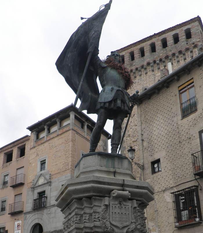 Estatua de Juan Bravo en la plaza de Medina del Campo qué ver en Segovia en un día