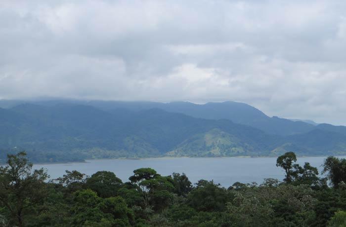 Vista del Lago Arenal desde la zona de las coladas