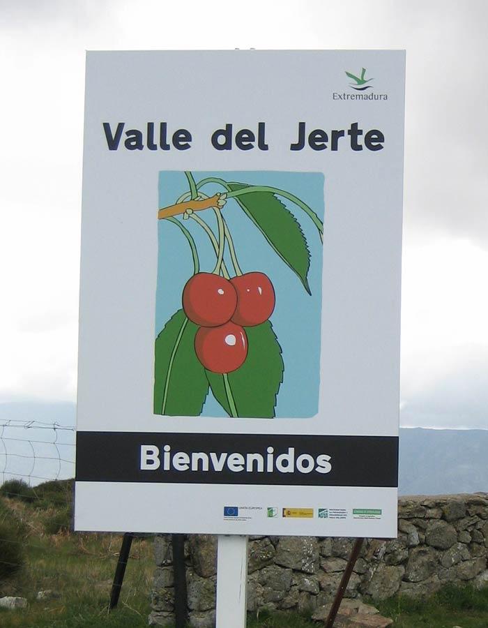 Cartel que anuncia el comienzo del Valle del Jerte puerto de Honduras