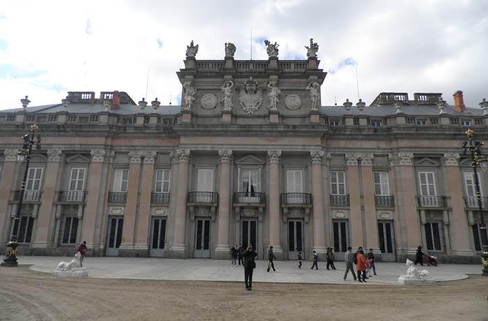 El Palacio Real de La Granja visto desde los jardines qué ver en Segovia en un día