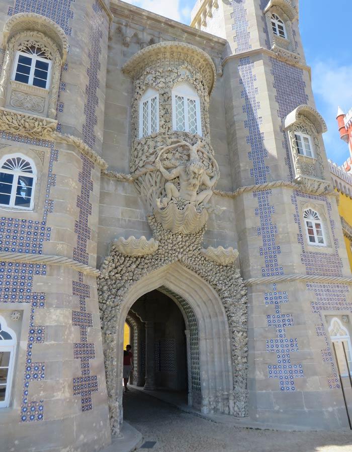 Pórtico de Tritón en el Palacio da Pena qué ver en Sintra
