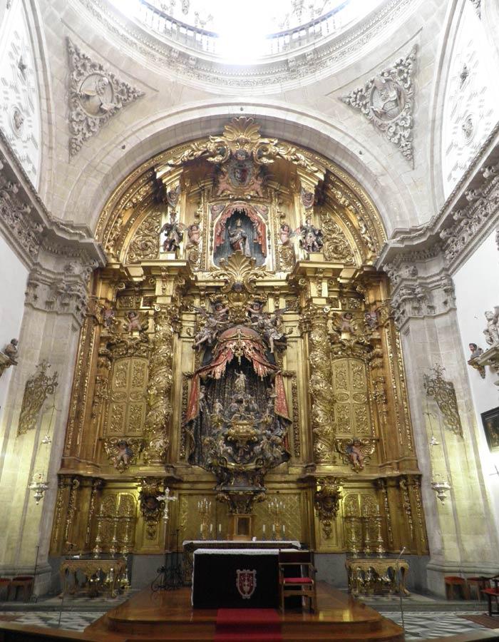 Retablo de Churriguera en la capilla de los Ayala de la Catedral qué ver en Segovia en un día
