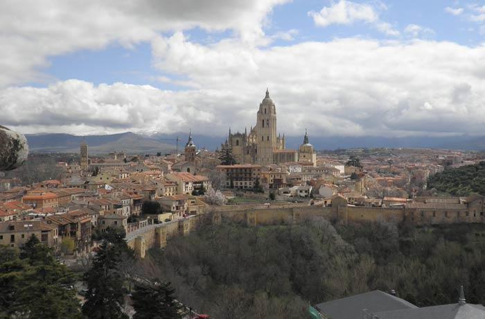 Vista de Segovia presidida por la Catedral desde la Torre de Juan II del Alcázar