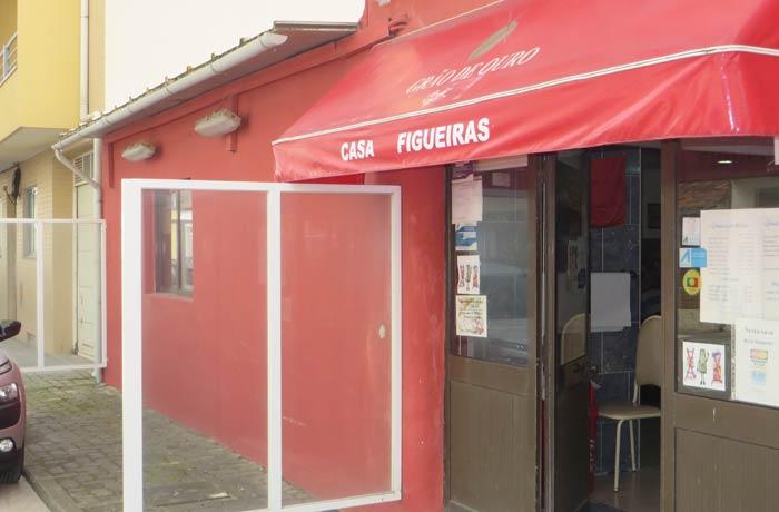 Entrada de Casa Figueiras comer en Furadouro