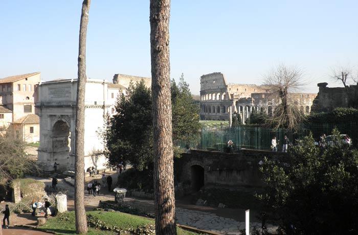 Vista del Coliseo desde el Foro