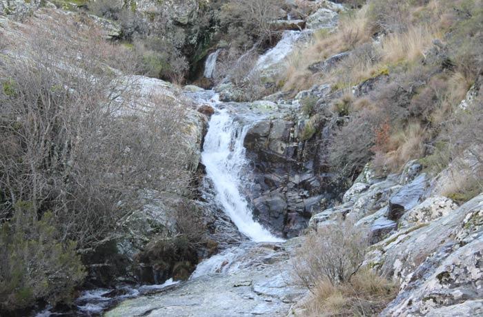 Detalle de la caída del agua por la Garganta del Oso
