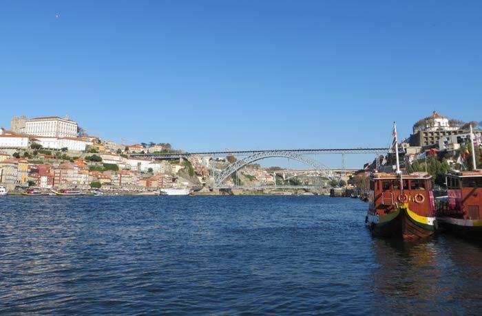 Puente Luis I y vista de Oporto desde el barco que sale de Vila Nova de Gaia mejores paseos en barco de Europa