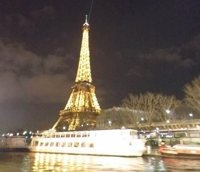 La Torre Eiffel desde el crucero por el Sena mejores paseos en barco de Europa
