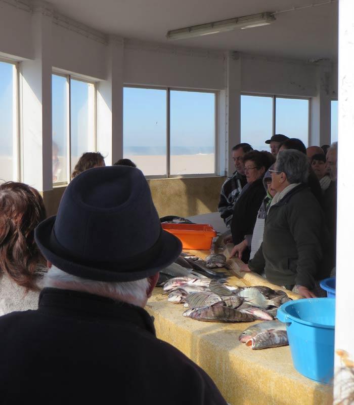 Lonja de pescado de la playa de Aguda